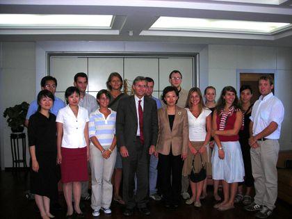 Le groupe a été reçu la magistrate (juge) du tribunal de Chaoyang avant de suivre avec traduction un procès.